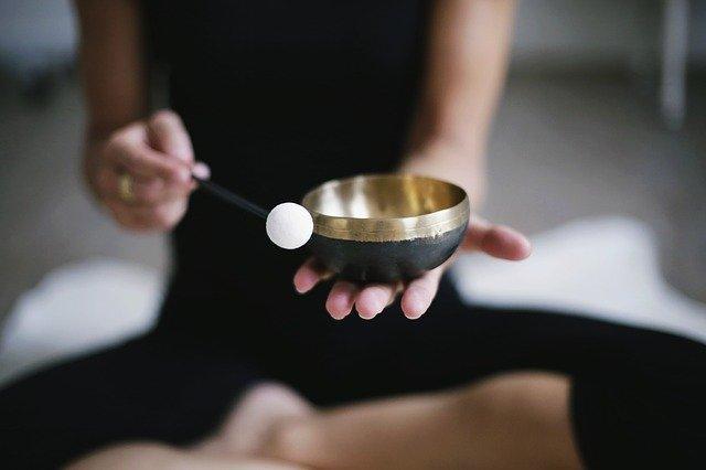 Klangemeditation stille meditation lernen